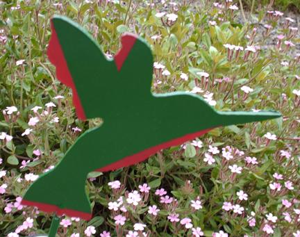 yard-art-hummingbird
