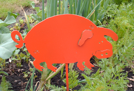 yard-art-pig