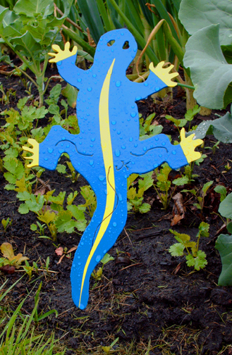 yard-art-salamander